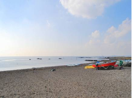 海まで徒歩8分(約640m)