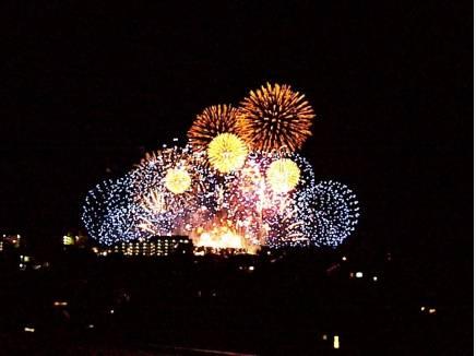 ルーフバルコニーからの眺望。4エリアの花火をお楽しみいただけます