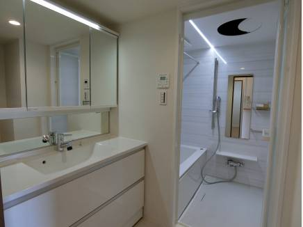 換気乾燥システムバス、洗面台も新規交換済みで気持ちよく使えます♪