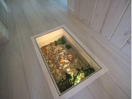 フロアガラスBOXにお好きな装飾を♪