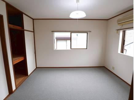 8帖の主寝室。