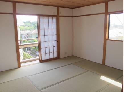 二階の和室(約8帖)は空気が澄んでいれば富士山も見ることが出来ます