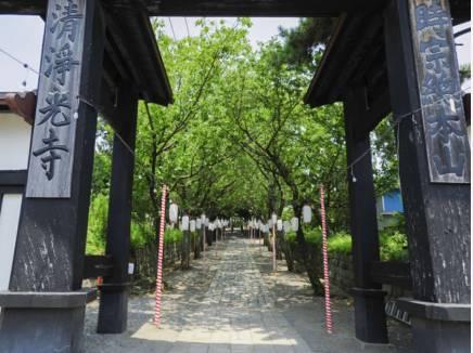 遊行寺は1325年(正中2年)に創建された時宗の総本山。 現地より徒歩7分(約550m)