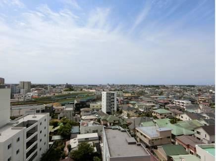 バルコニーからの眺望。相模湾の水平線を望みます