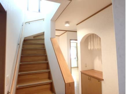 家の真ん中に階段があります。