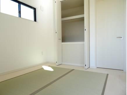 LDKには和室を併設。明るい日差しが差込み明るさも十分!