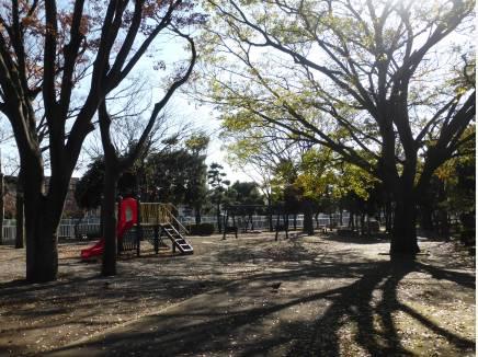 遊歩道沿いには公園もあります 徒歩2分(約160n)