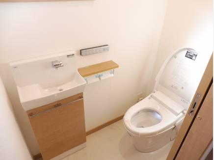 プラズマクラスター付のサティストイレ。お手入れも楽ですよ。