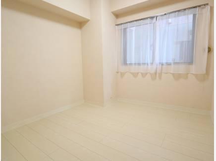室内は白色が基調にまとめられています