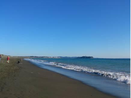 海までは歩いて10分。すぐそばに海がある贅沢を(約800m)