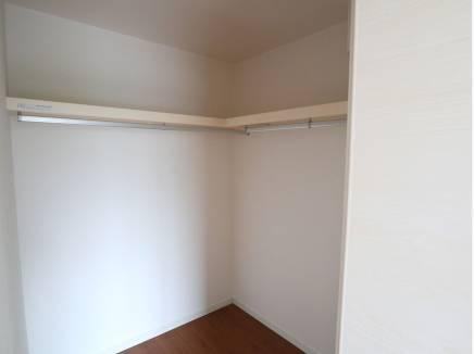 主寝室にはウォークインクローゼット完備。