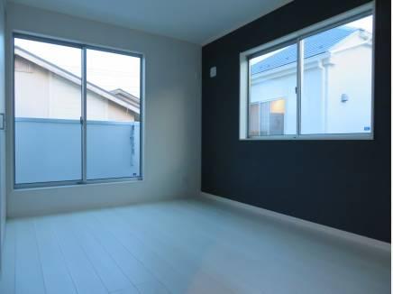 窓の大きな部屋って雰囲気いいですよね。