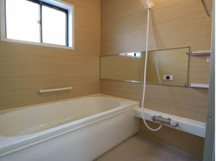 バスルームも新規入れ替え済みでピカピカ。