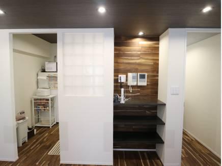 細かい部分に棚を設置し、使いやすさを考えております!