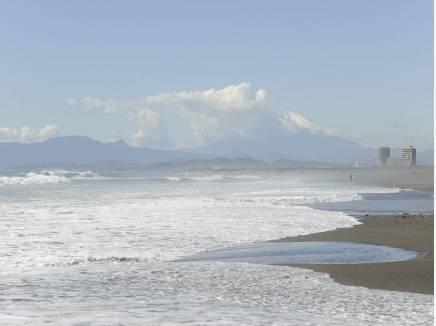 海岸までは徒歩12分(約960m)お散歩やマリンスポーツを楽しみましょう。