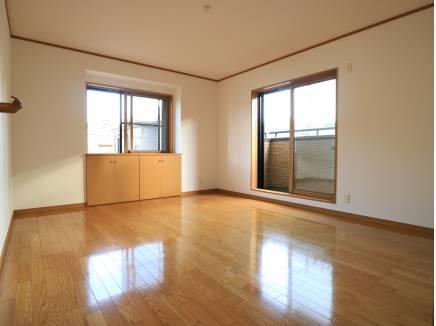 広い洋室。大きなベッドもラクラク置けます。