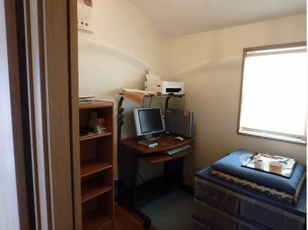 書斎として使われていた納戸は2帖。