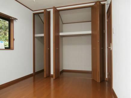 2階各洋室は収納が充実しております。