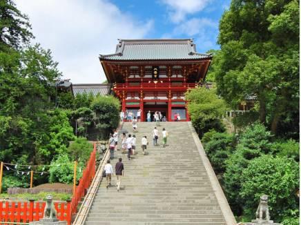 鶴岡八幡宮まで徒歩12分(約900m)