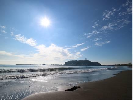 片瀬東浜海水浴場 約1700m/徒歩22分 自転車で直ぐに行けます。