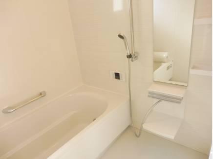 ゆったりサイズのバスルームです!