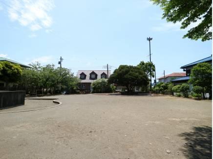 「夕陽台公園」(約10m)はお子様の遊び場に。