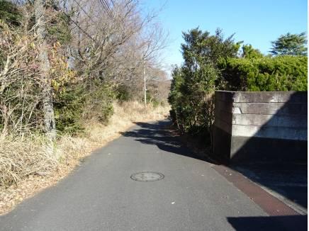 前面道路は幅員約5.5mと広さがあります