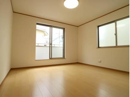 主寝室は8.5帖とゆとりある広さ