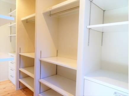 書斎や収納スペースとして活用しそうなWIC