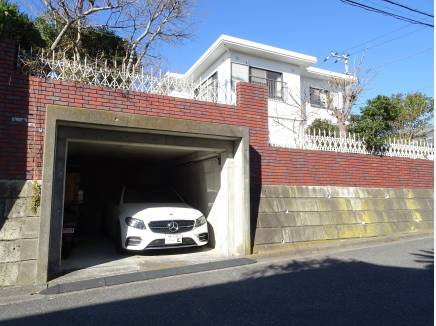 3ナンバーの車も楽々駐車可能な地下車庫付き