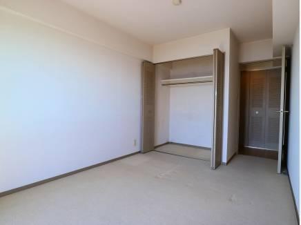 6.2帖のベッドルーム。全室南向きで明るさが際立ちます。