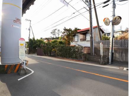 「目白山」バス停まで徒歩1分(約50m)。