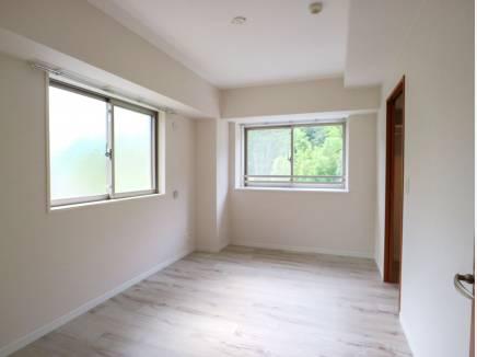 角部屋ならでは窓が多いので明るいです