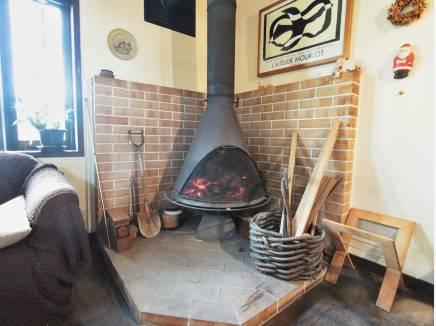 年季の入った暖炉はまだまだ活躍できます。