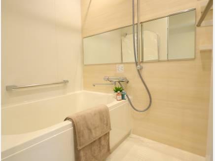 お風呂は、保温浴槽に浴室乾燥機付き