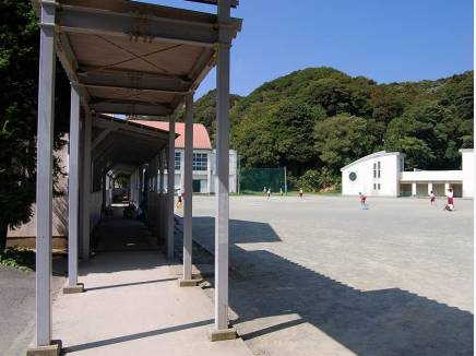 久木中学校まで徒歩7分(約560m)