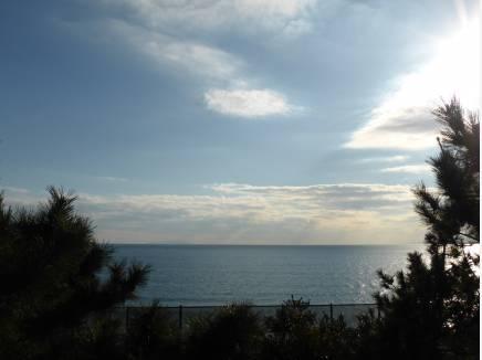海までは歩いて12分程(約900m)