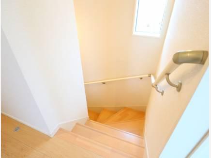 階段は手すりで安全に