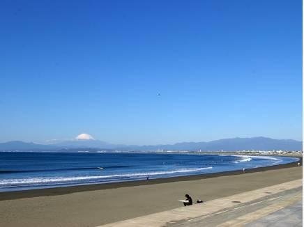 片瀬西浜海岸 約900M