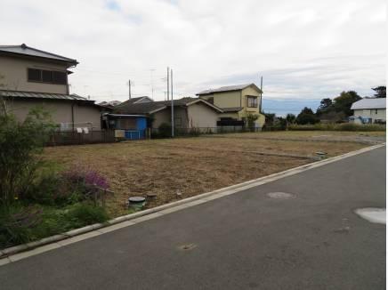 お隣の区画も整形地。2区画まとめてのご購入で大きな家も…ありですね。