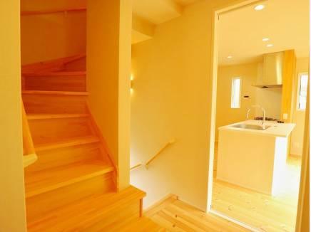ロフトへはこの固定階段で。