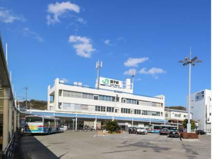「逗子駅」(約1.8km)へはバスや自転車で。