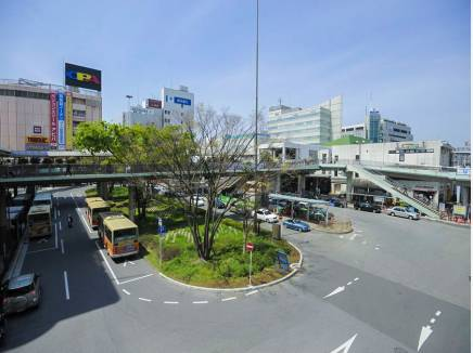 いつも活気があるJR藤沢駅前。冬恒例のイルミネーションが楽しみ。