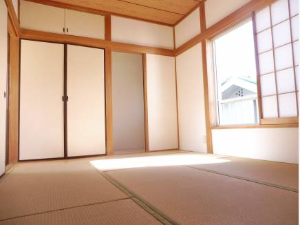 約7.5帖の和室です。客間としても良さそうです。