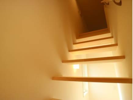 デザイン性あるスケルトン階段でロフトへ