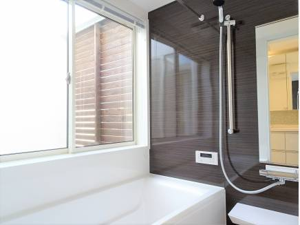 お風呂場よりプライベートバルコニーに出ることが出来ます