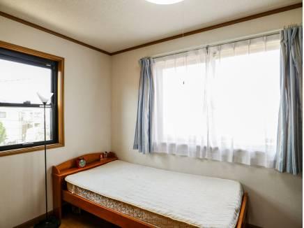 洋室は3部屋ご用意。全室2面採光で風通しも良好です