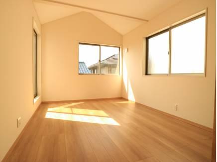 こちらのお部屋は3面採光なんです!