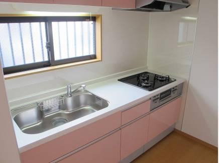 キッチンは可愛いピンク色♪