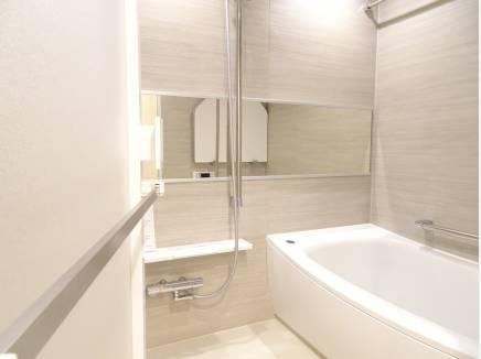 白基調のお洒落なバスルーム